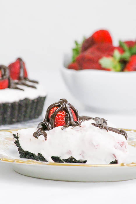 Chocolate Strawberry Tart is a delicious way to indulge in your favorite berry. Easy chocolate ganache layer, too. #SundaySupper #FLStrawberry @Flastrawberries